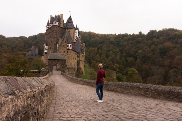 our neverending wanderlust eltz castle-1